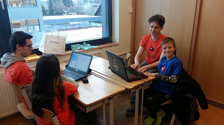 Kinder bei Code 4 kids